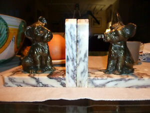 PAIRE DE SERRE LIVRES ART DECO SOCLE MARBRE DECOR FOX GRIFFONS REGULE