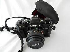 Vintage Minolta X-700 SLR Film Camera with 50 mm 1:1 .7 lens et Case