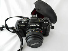 VINTAGE MINOLTA X-700 SLR Film Camera con 50 mm 1:1 .7 lente e custodia