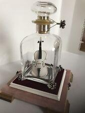 Violine Geige in Glasflasche handwerkliche Kunst
