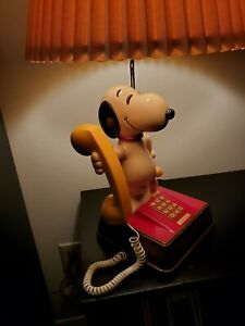Snoopy Vintage Telephone Lamp - Superb condition, works, includes yellow phone.