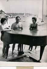 JUAN LES PINS 1955 - Piano Francis Lopez et Miss France et Juan - PR 271