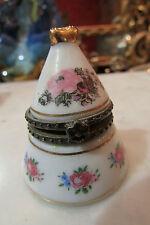 petite boite a pilules conique en porcelaine art PA decor floral