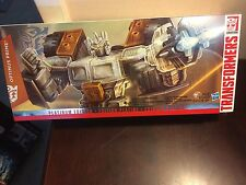 TRANSFORMERS PLATINUM EDITION OPTIMUS PRIME 2015 YEAR OF THE GOAT NEW L@@K