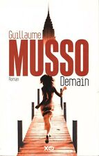 GUILLAUME MUSSO DEMAIN + PARIS POSTER GUIDE