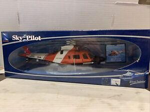 NEW RAY SKY PILOT AGUSTA WESTLAND AW 109 POWER SCALE 1/43 U.S. COAST GUARD