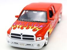 Dodge RAM Quad Cab 1500 Pick-up Lowrider 2002 Orange Modèle de Voiture 1 24/