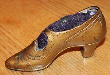 trés ancien et gros pique aiguilles forme de chaussure de femme couture