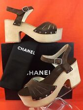 15S NIB CHANEL DARK BROWN SUEDE CC LOGO CHARMS PLATFORM WOODEN SANDALS 39 $1025