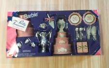 New 1996 Barbie Doll Pretty Treasures Wedding Set 2 Cakes Gift Plates #14982