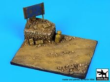 Black Dog 1/72 African Road Section with Sign Diorama Base (120mm x 90mm) D72013