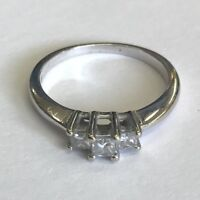 Lovely Solid 18ct White Gold 3 Stone Princess Cut Diamond Trilogy Ring Size N1/2