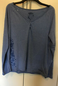 Animal Ladies Casual Top Cute Flowers on Side Size 18