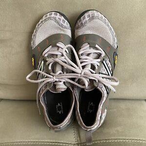 New Balance Women's Vibram Minimus Barefoot WT10GG Gray Trail Running Shoes 9.5