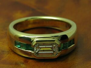 18kt 750 Yellow Gold Ring With 1,00ct Diamond & 0,30ct Emerald Trim/ 11,9g/ RG57