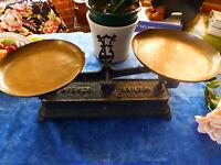 déco cuisine  =   ancienne balance ,plateaux    cuivre ,force 5kg
