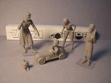 4  FIGURINES  1/43  SET 379  L' ENFANT  GATE   VROOM  UNPAINTED  NO  SOLIDO