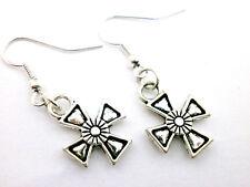 """Pendientes artesanales  """" Cross """" charm  en plata tibetana. ( Envios comb.)"""