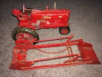 1/16 ERTL DIE-CAST MCCORMICK FARMALL 400 TRACTOR With Loader Very Rare