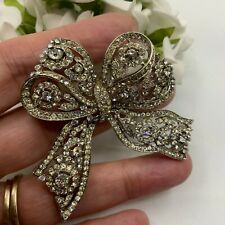 VINTAGE JEWELLERY CLEAR CRYSTAL RHINESTONE ELABORATE SILVER TONE BOW BROOCH PIN