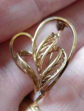 SIGNED DESIGNER (9.9.P K&L) GOLD TONE HEART SHAPED MODERNIST SMALL BROOCH
