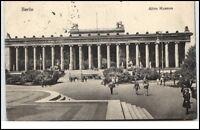 Berlin alte Ansichtskarte 1916 gelaufen Partie am alten Museum Personen davor