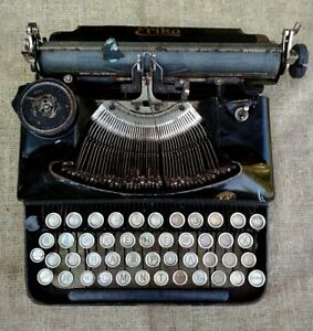 Typewriter Erica Antique Vintage