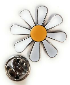 White & Yellow Daisy Hippy Enamel & Metal Lapel Pin Badge FREE UK Delivery!