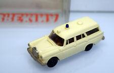 Brekina H0 1870 Mercedes Benz Heckflosse ( W110 ) Krankentransportwagen