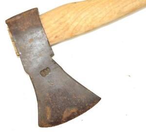 altes Beil / Axt handgeschmiedet incl. Holzgriff , gemarkt , 800, L36 cm