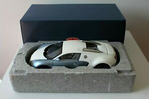 Autoart 1/18 Bugatti Veyron 16.4 (PRODUCTION CAR) Pearl Ice serial # 3588