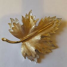brooch signed by Sarah Coventry A beautiful gold tone leaf themed