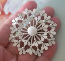 Vintage Crown Trifari White Enamel Snowflake Flower Brooch Pin