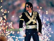 MICHAEL JACKSON SIGNED 10X8 PHOTO, GREAT CONCERT SHOT IMAGE, LOOKS GREAT FRAMED
