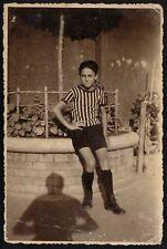 YZ0060 Ragazzo in tenuta da calcio - Fotografia d'epoca - Vintage photo