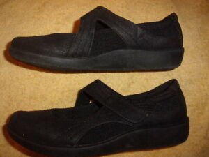 CLOUDSTEPPERS BY CLARKS BLACK SHOES WOMEN'S SIZE :7 1/2 M
