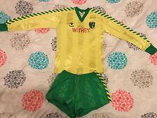 Norwich City FC - 1984/85 Casa Camisa y Pantalones Cortos-Poll Withey-Hummel