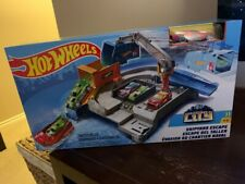 Hot Wheels City Shipyard Escape Track Set With Vehicle New
