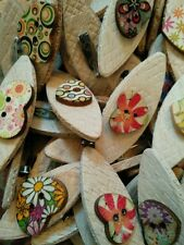 JOB LOT 100 HANDMADE MULTI PATTERNED/COLOURED WOODEN HEART BROOCHES  favours etc