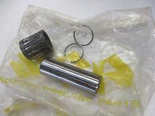 Suzuki GT250 GT380  nos piston pin clip and bearing set 72-81