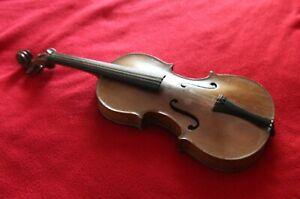 Violon d'étude. Bon état. Longueur totale :52 cm. Etiquette : copie Stradivarius