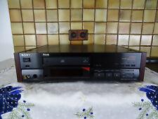 SONY ES CDP-X555ES   in Schwarz, Topverarbeitung  mit  HOLZ Seiten  TOPZUSTAND