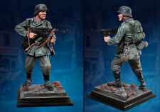 COLLECTORS SHOWCASE WWII German Unteroffizier MP40 HELMET 1/6 STATUE CS60004