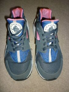 GIRLS NIKE HUARACHE TRAINERS - SIZE 5 UK - EXCELLENT CONDITION