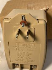 HONEYWELL  Am - 182700a 18 Vac  50 Va  Plug in Transformer
