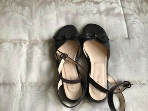 HOBBS LEATHER BOW ANKLE STRAP SANDALS SIZE 5