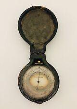 Laiton Antique Poche baromètre par Callaghan Londres Dans Originale étui en Cuir