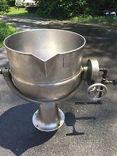 Groen D-40 40 Gallon Pedestal Base Tilting Stainless Steel Direct Steam Kettle