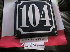 Hausnummer Emaille Nr 104 weisse Zahl auf blauem Hintergrund 14 cm x 14 cm .....