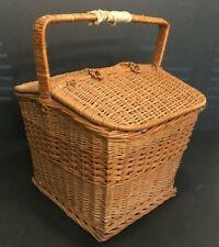 *Large Vintage Wicker Fishing Creel Basket Picnic Basket w/Handles Nice Clasps